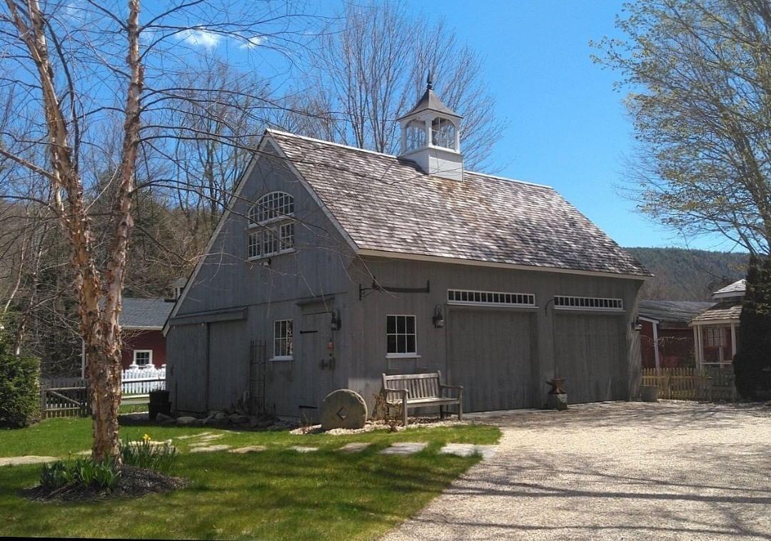 Plano de casa de campo con cochera de madera