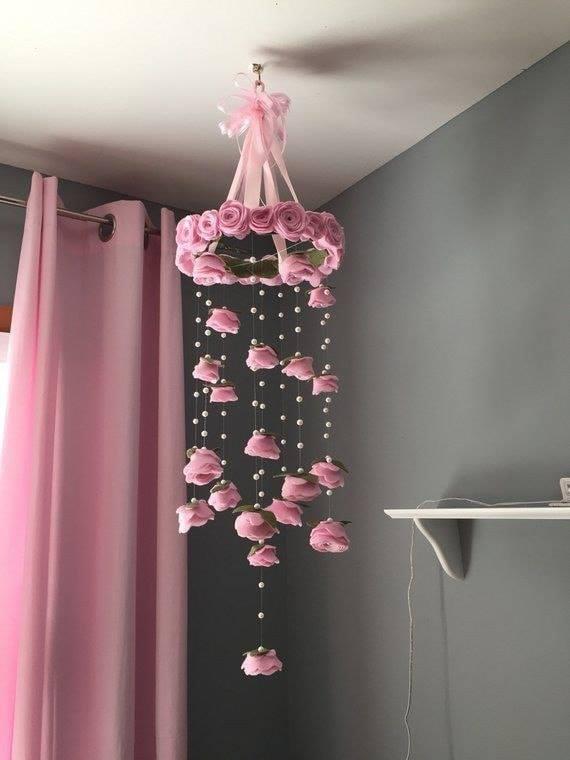 Carrillones de viento circular con rosas colgantes