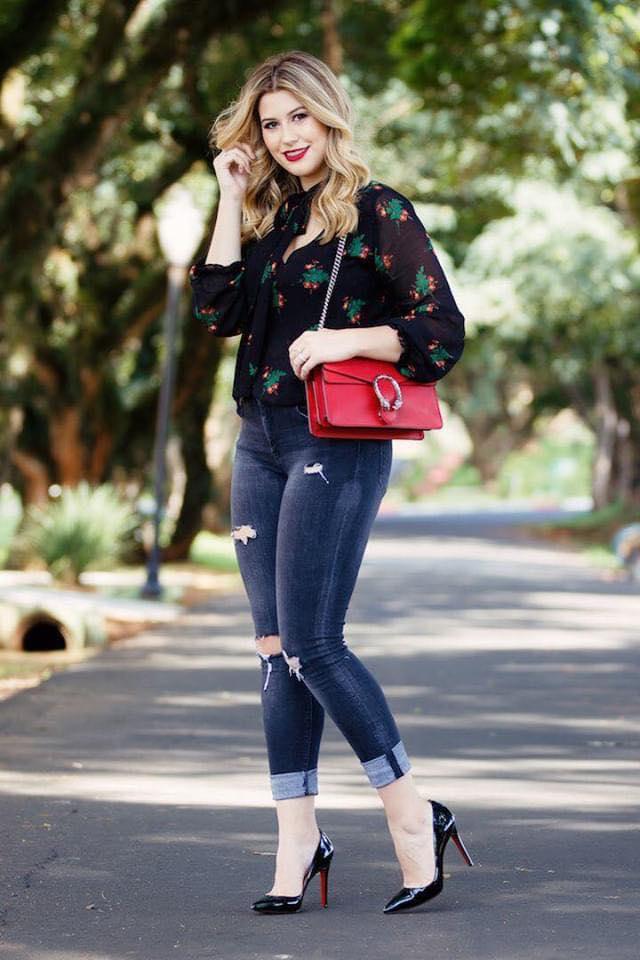 Blusa floreada para outfit de mujeres