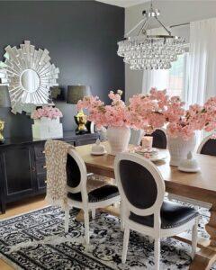 Comedor con gama de colores para interiores neutros