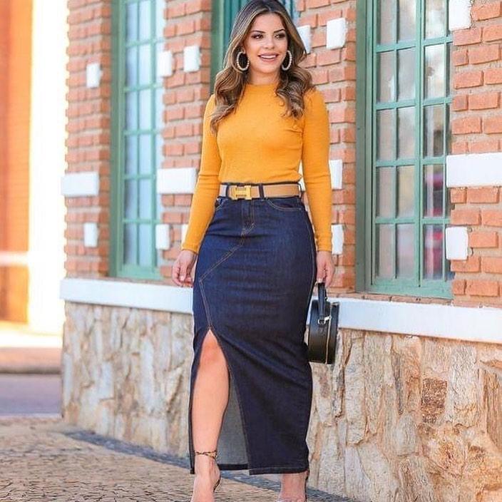 Cómo lucir una falda de mezclilla larga con apertura al frente