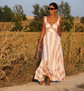 Look casual de vestido con rayas