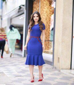 Look de vestido azul elegante para mujeres