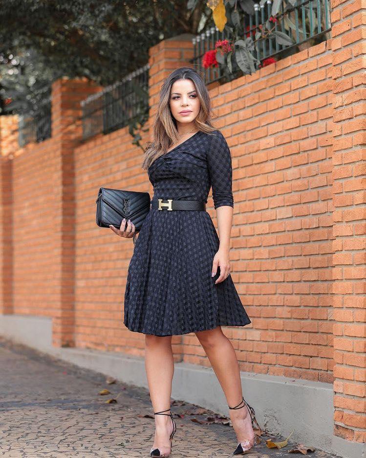 Look de vestido con forma de A para mujeres