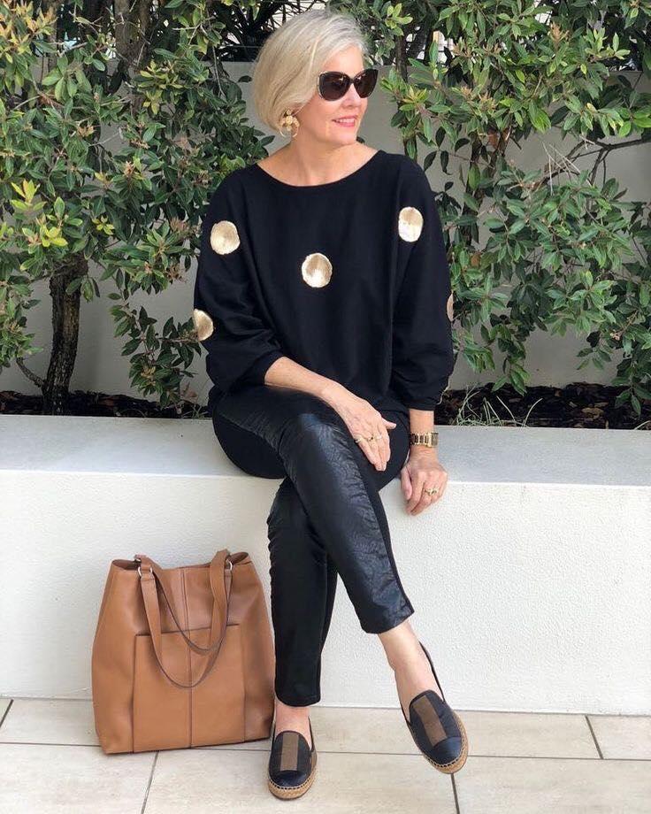 Maxi suéter y pantalón de cuero para moda de mujeres de 50 años o más