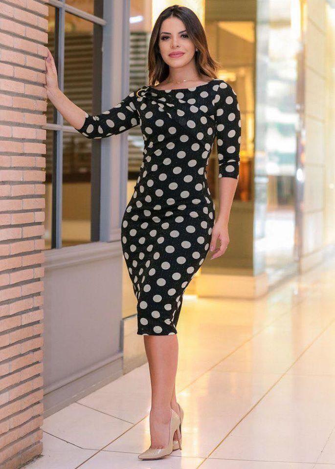 Vestido de lunares elegante para mujeres maduras