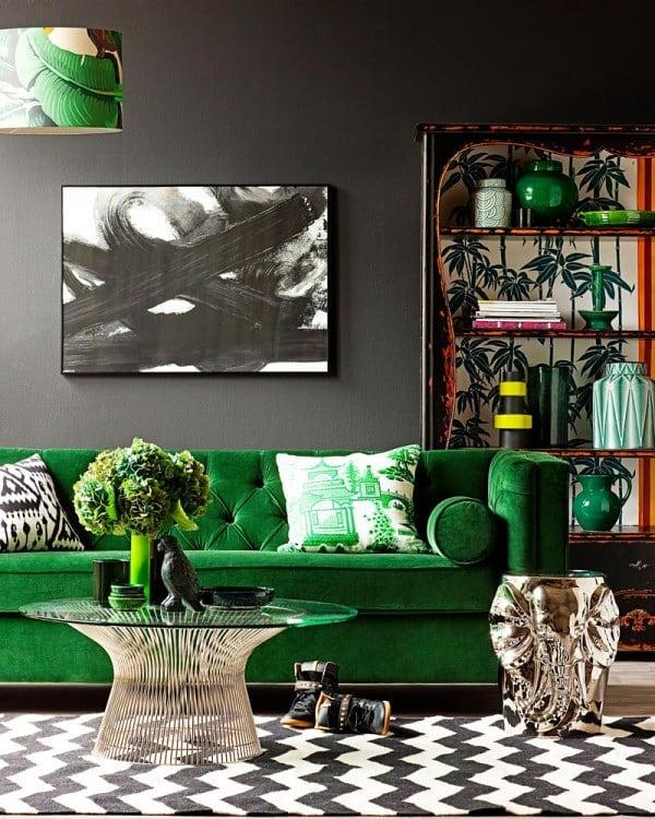 Combinación de color negro con verde esmeralda para decorar habitaciones