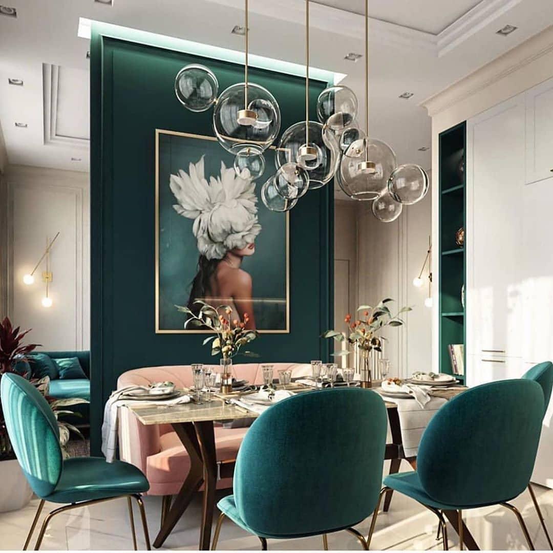 Comedor con verde esmeralda y blanco
