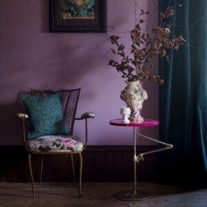 Cómo decorar una habitación color morado con verde esmeralda