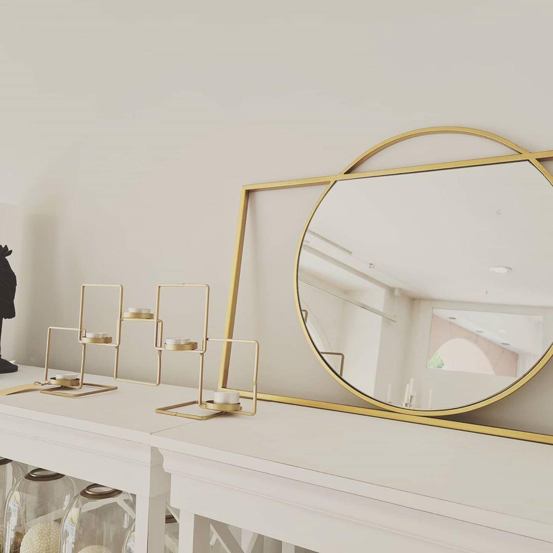 Decoración de blanco, beige y dorado para interior
