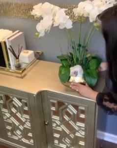 Resultado final de un florero con orquídeas económico y elegante