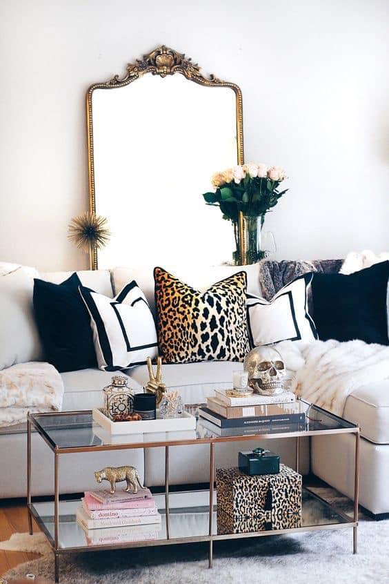 Sala de estar con toques en beige y dorado
