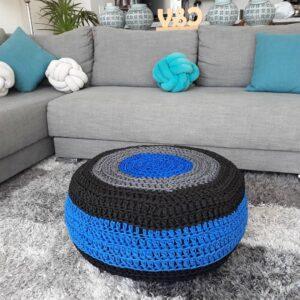 Otomana decorativa hecha de crochet