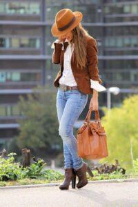 Outfits con blazer café para mujer