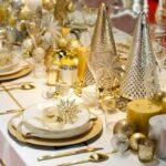 Mesa para la cena de navidad dorado y plateado