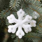 Esferas navideñas hechas de fieltro